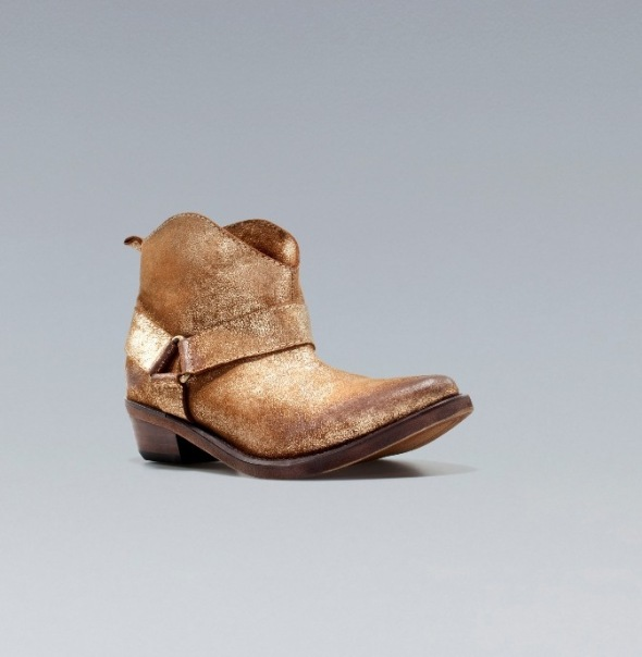 bota cowboy de piel oro. Zara 2012