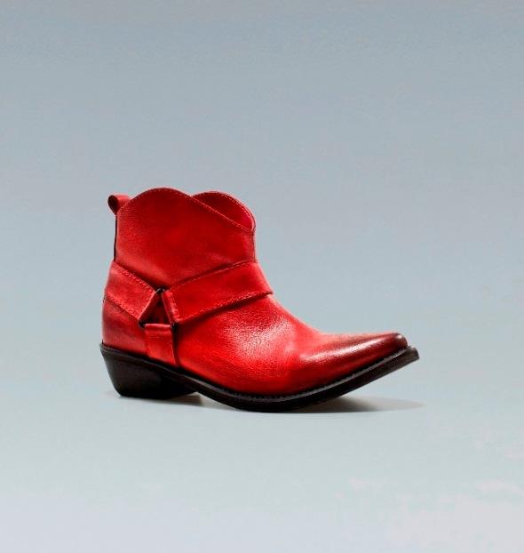 bota cowboy piel roja. Zara 2012