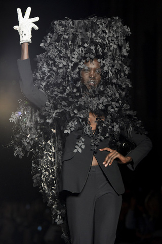 Philip Treacy p/v 2013