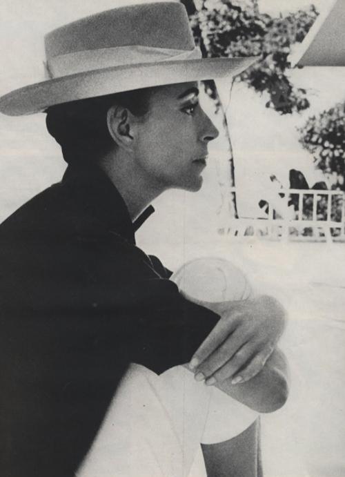 Gloria Ginnes por Cecil Beaton para Harper's Bazaar