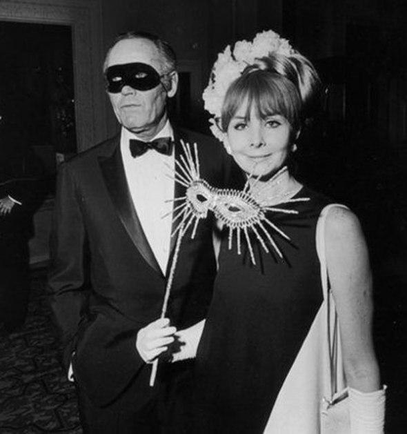Henry Fonda and Shirlee Mae Adams en la fiesta